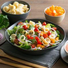 ¿Quién dice que las ensaladas no son sabrosas? Esta receta combina lechuga, tomate, palmitos y otros ingredientes frescos, en una deliciosa mezcla con leche evaporada Carnation, ketchup, vinagre y caldo. ¡Un tazón lleno de sabor!