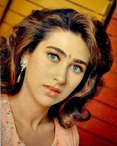 Top 10 Countries With The World's Most Beautiful Women (Pictures included) Bollywood Celebrities, Bollywood Actress, Beautiful Gorgeous, Most Beautiful Women, Vintage Bollywood, Indian Bollywood, Celebrity Fashion Looks, Karisma Kapoor, Beautiful Women Pictures