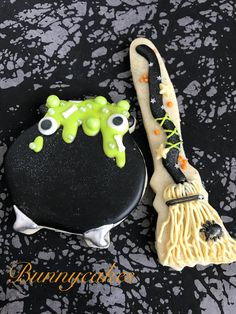 Witches cauldron and witches broom sugar cookies made by Bunnycakes cookies halloween halloweenparty halloweenfood sugarcookies witchy - mix. Halloween Brownies, Halloween Desserts, Spooky Halloween, Halloween Backen, Postres Halloween, Halloween Cookie Recipes, Halloween Cookies Decorated, Halloween Sugar Cookies, Halloween Party