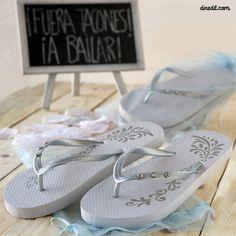 flip flopsdiseñados especialmente para regalar a tus invitadas con bolsa organcil donde poder guardarlas.