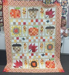 Yesterday at Farm Girl Club .Sandy brought in her finished Farm Girl Vintage Fall Quilt.it's gorgeous! Farm Quilt, Halloween Quilts, Halloween Table, Fall Sewing, Quilt Labels, Sampler Quilts, Quilt Stitching, Patchwork Quilting, Vintage Fall