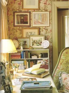 Love this cozy corner Cottage Living, Cozy Cottage, Cottage Style, Romantic Cottage, Style Anglais, Bed Nook, English Decor, Interior Decorating, Interior Design