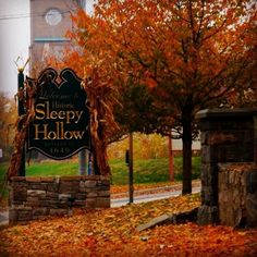 i want to live in an Autumn Sleepy Hollow with Icahbod , katrina and the headless horseman