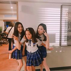 Cute Korean school girls at school School2017 Kdrama, Who Are You School 2015, Korean Best Friends, Moorim School, Kim Sejeong, Korean Shows, Celebrities Before And After, Ulzzang Korean Girl, School 2017