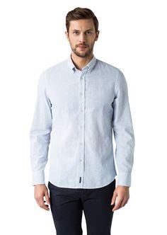 Ein hochwertiger Look aus einer angenehm leichten, weich-griffigen Baumwoll-Leinen-Qualität. Das Hemd ist im körpernahen Shaped-Fit geschnitten und mit Buttondown-Kragen ausgestattet. Aus 55% leinen und 45% Baumwolle....