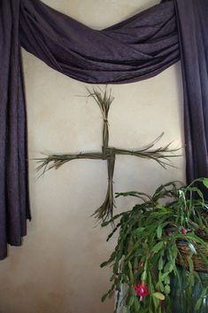 Love the feathery ends of this Brigid's cross.