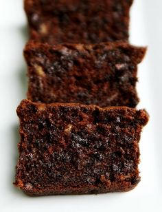 and Moist: Sour Cream Chocolate Chocolate Chip Banana Bread Rich and Moist: Sour Cream Chocolate Chocolate Chip Banana Bread - I made this and it was gone in minutes!Rich and Moist: Sour Cream Chocolate Chocolate Chip Banana Bread - I made this and it was Köstliche Desserts, Delicious Desserts, Dessert Recipes, Yummy Food, Brunch Recipes, Choc Chip Banana Bread, Banana Bread Recipes, Banana Nut, Sour Cream Banana Bread