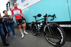 Mark Cavendish's Specialized McLaren Venge at 2013 Giro d'Italia to celebrate 100th professional win   Road Cycling UK