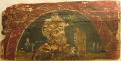 • TAVOLA XI cm 42 x 21 x 2,3 EMIRO CON FALCONE SUL GUANTO Tavola considerevolmente tarlata, deteriorata, mancante sui bordi di diversi pezzi, attraversata orizzontalmente da una lesione profonda e da un'altra più limitata; la pellicola pittorica è stesa sulle irregolarità della superficie ed è fragile e sollevata. Tracce di colore rosso della decorazione macchiano il verso. Nelle nicchie del legno è stato rinvenuto un minuscolo chiodino di metallo dorato. Figura maschile frontale, simile a…