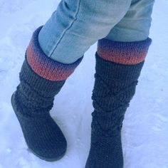 Knitted Boot Toppers Free Knit Pattern from Expression Fiber Arts Loom Knitting, Knitting Socks, Knitting Patterns Free, Free Knitting, Free Pattern, Knitted Boot Cuffs, Knitted Booties, Knit Boots, Boot Toppers