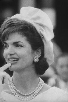 ♛ The Kennedy Family ♛… Jackie Oh, Jackie Kennedy Style, Los Kennedy, Jacqueline Kennedy Onassis, John F Kennedy, Southampton, Jaqueline Kennedy, Grace Kelly, Celebrity Weddings