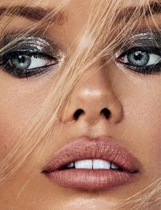 Frida Aasen | ELLE Slovenia Cover | 2018 | Makeup Editorial