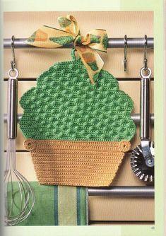 Crochet cupcake potholder ♥LCK♥ with diagrams Crochet Hot Pads, Crochet Cup Cozy, Diy Crochet And Knitting, Crochet Food, Crochet Kitchen, Crochet Motif, Crochet Crafts, Crochet Doilies, Crochet Projects
