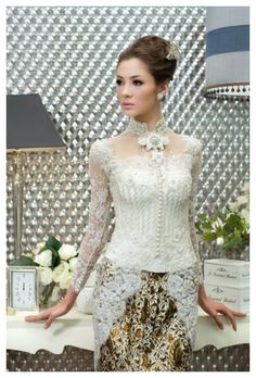 don't like the straight neck line, but I do like the below the waist design of the top. Also like the short collar. Kebaya Lace, Kebaya Brokat, Kebaya Dress, Batik Kebaya, Batik Dress, Kimono, Indonesian Kebaya, Indonesian Wedding, Kebaya Wedding