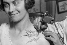 17 Kick-Ass Vintage Photos Of Women With Tattoos. a naked lady riding a bird Photographs Of People, Vintage Photographs, Vintage Photos, Rare Photos, Tattoos For Kids, Tattoos For Women, Tattooed Women, Historical Tattoos, Little Bird Tattoos