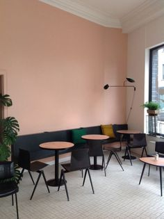 Millennial pink modernizes this otherwise drab coffee shop. The simplistic pieces are also reminiscent of French design inspiration | #decoraid