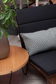 Almofada em tramas de couro #leather #decor #home #ElisaAtheniense #black #white