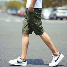 Gender: Men Item Type: Shorts Decoration: Pockets Fit Type: Regular Pant Style: Regular Pattern Type: Print Style: Casual Waist Type: Mid Material: Cotton,Polyester Length: Knee Length Closure Type: Z