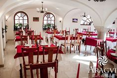 Aragvi Grúz Étterem Table Settings, Table Decorations, Furniture, Home Decor, Kitchens, Decoration Home, Room Decor, Place Settings, Home Furnishings