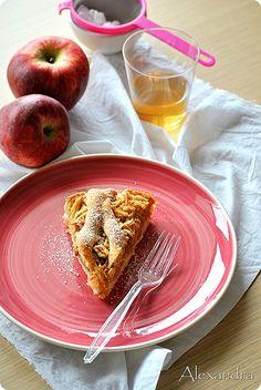 Μηλόπιτα νηστίσιμη Greek Desserts, Greek Recipes, Vegan Recipes, Vegan Food, Greek Cookbook, Apple Deserts, Middle Eastern Desserts, Cake Recipes, Sweet Treats