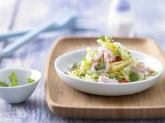 Kassler-Krautsalat - mit Ananas und Chili-Vinaigrette - smarter - Kalorien: 245 Kcal - Zeit: 35 Min.   eatsmarter.de