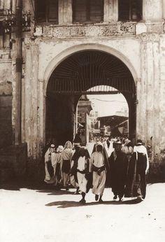 أحدى بوابات مدينة جدة، الحجاز، السنة غير معروفة  One of Jeddah's city gates, Hejaz, year unknown