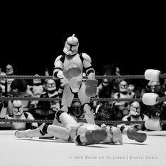 Photographer David Eger uses a collection of Star Wars Clone Trooper figurines, plus other characters from the film, to recreate famous historical and important images in his Cloned Photos series Star Wars Clone Wars, Star Wars Clones, Lego Star Wars, Star Trek, Star Wars Art, Famous Artwork, Famous Photos, Iconic Photos, Charles Bukowski