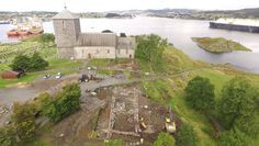 Viking kings residence (kongsgård) at Avaldsnes, Norway. Trial By Ordeal, Capital Of Norway, St Olaf, Royal Residence, Hakone, Animal Bones, Viking Ship, Royal Court, Largest Countries