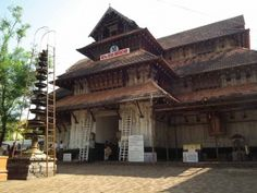 Dotted with exquisitely-carved temples, Thrissur in Kerala is perfect for a religious tour. The temples in Thrissur express the architecture marvels of Kerala. The place is also well known for the Thrissur Pooram festival.