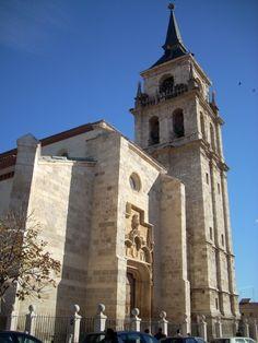 Catedral Magistral de Alcalá de Henares  http://www.spanishintour.com/img/ciudades/gra/l-alcala_de_henares-catedral_magistral_de_alcala-cruccone-27_02_091008.jpg