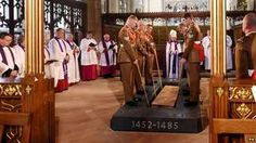 Richard III lowered into the ground. King Richard finally and respectfully buried as befits an English king.