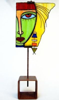 Escultura de vidrio - artesanum com                                                                                                                                                                                 Más Stained Glass Lamps, Stained Glass Designs, Stained Glass Panels, Stained Glass Projects, Fused Glass Art, Stained Glass Patterns, Mosaic Art, Mosaic Glass, Verre Design