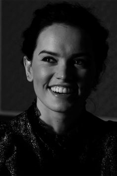 Daisy Ridley | Best eye cream for dark circles - http://imgur.com/a/UUw3V - real user's review on Imgur
