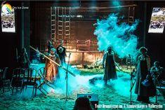 Efekty specjalne nie mogą się obyć bez suchego lodu. Ciężki dym niczym mgła rozpościerająca się na planie filmowym lub podczas spektaklu w teatrze nie jest jedynym efektem specjalnych w którym wykorzystywany jest suchy lód. Efekty specjalne również spotkać można na domowych imprezach wrzucając suchy lód do drinka. Wydobywający się gęsty dym może być atrakcją nie jednaj imprezy.
