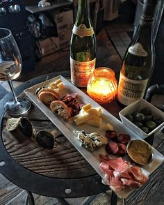 Trivia night starts with wine and cheese. B Food, Food Porn, Good Food, Ratatouille, Charcuterie And Cheese Board, Think Food, Date Dinner, Romantic Dinners, Aesthetic Food