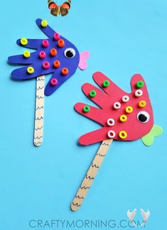 Handprint Fish Puppets - Crafty Morning Here's a cute idea to make with your little one's hand prints ~ little fish puppets! Supplies Needed: Card stock paper Beads Glue Popsicle stick Googly eye Blue marker Start by tracing your child's hand on a piece of card stock paper and cut it out. Have them put small dots of glue and stick …<br> Here's a cute idea to make with your little one's hand prints ~ little fish puppets! Supplies Needed: Card stock paper Beads Glue Popsicle stick Googly eye… Fish Crafts Preschool, Ocean Kids Crafts, Baby Crafts, Toddler Crafts, Crafts Toddlers, Craft Activities, Sea Animal Crafts, Animal Crafts For Kids, Crafts For Kids To Make