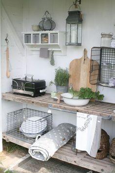 21 Cozy DIY Interior Designs To Make Your Home Look Outstanding - Garten - Outdoor Kitchen Ideas Apple Kitchen Decor, Nordic Kitchen, Outdoor Kitchen Design, Kitchen Ideas, Diy Interior, Outdoor Grill Station, Tuscan Design, Tuscan Decorating, Mediterranean Home Decor