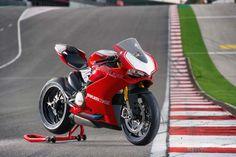 2015-Ducati-Panigale-R-53