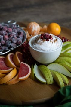 A delicious mix of winter citrus, pears, cranberries, and pomegranates make up this tasty, healthy appetizer and grazing board. Serve with the cinnamon coconut cream for a delicious dessert or potluck idea. Gourmet Appetizers, Fruit Appetizers, Easy Appetizer Recipes, Easy Snacks, Healthy Snacks, Healthy Recipes, Party Dip Recipes, Dessert Recipes, Snacks Recipes