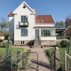 Scandinavian Home, Little Houses, My Dream Home, Facade, Architecture Design, Home Goods, Villa, Exterior, Windows