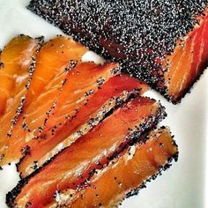 Gravlax with Poppy Seeds & the little story of mustard and honey sauce (and the real Gravad lax or Gravlax recipe) (Les Cuisines de Garance) - Entrée - Raw Food Recipes Salmon Recipes, Raw Food Recipes, Fish Recipes, Gravlax Recipe, Salty Foods, Buzzfeed Food, Sashimi, Dehydrated Food, Fish And Seafood