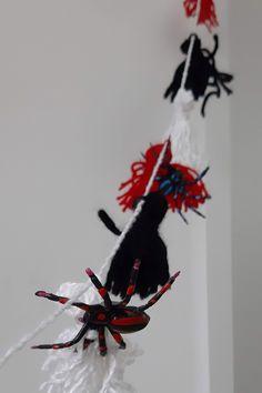 Anleitung Halloween Quasten - so bastelst du eine QuastenketteHoney-loveandlike.de | Lifestyleblog Rooster, Repurposing, German, Animals, Inspiration, Diys, Creative, Cool Ideas, Do It Yourself Ideas