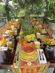 I love the bright cheery setting.. Yellow is my favorite color and this is just beautiful.  @Lenox  #Lenoxwhatsnewwithu