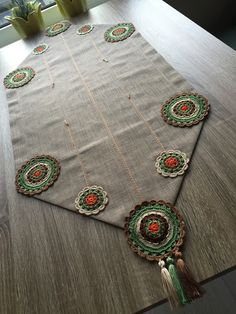 Crochet Edging Patterns, Crochet Motif, Crochet Designs, Crochet Doilies, Crochet Table Runner, Table Runners, Crochet Projects, Sewing Crafts, Embroidery Designs