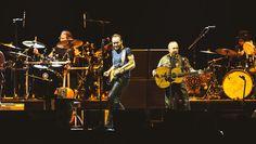 Paul Simon & Sting - On Stage Together live in Berlin-Am 16. März traten Paul Simon und Sting gemeinsam in der ausverkauften O2 World in Berlin auf. Sehen Sie bei uns exklusive Fotos vom Konzert: