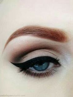 This would be super easy to recreate using the #UrbanDecay Naked Basics palette, some black liquid liner and lots of mascara!  A go-to work look for me.