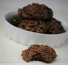 The Farm Girl Recipes: Chocolate Zuchinni Cookies.oh how I love Zucchini! Chocolate Zucchini Cookies, Chocolate Chips, The Farm, Cinnamon Biscuits, Cookies Et Biscuits, Yummy Treats, Sweet Treats, Yummy Food, Sweets