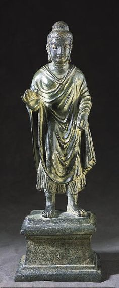 釋迦牟尼佛, 第五,六世紀  阿富汗或巴基斯坦古犍陀羅,400-599  黃銅 15-5 / 8×5-1 / 8 x 4英寸(39.7×13.0 X 10.2公分)。 諾頓西蒙藝術基金會,從珍妮弗·瓊斯西蒙地產