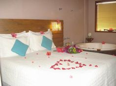 Foto de pousada vila boa vida Suite master Sanur Bed, Furniture, Home Decor, Pretty Neat Living, Master Suite, Better Life, Decoration Home, Stream Bed, Room Decor
