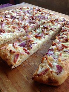 Langalló | Simone gasztroságai Hungarian Recipes, Hawaiian Pizza, Banana Bread, Bakery, Pasta, Meat, Fimo, Bread Store, Noodles